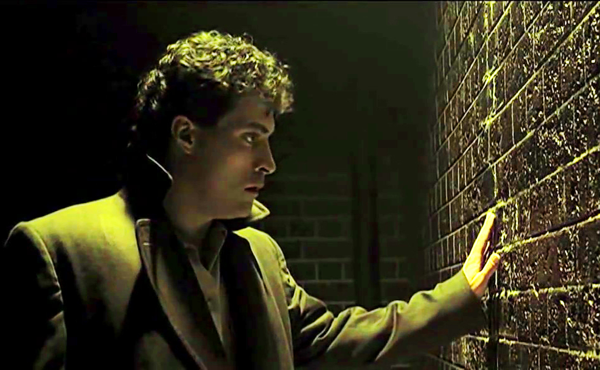rufus-sewell-as-john-murdoch-in-dark-city copy